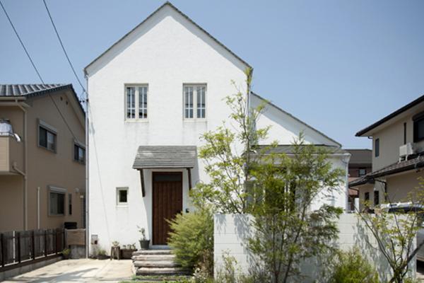 古材と格子窓の似合う家