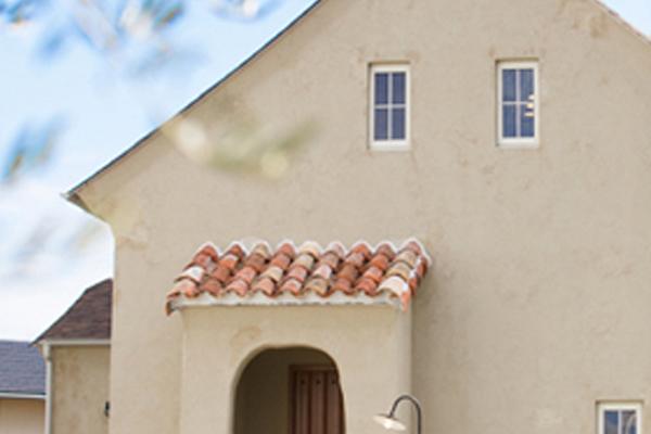 ほっこり古びたぬり壁の家