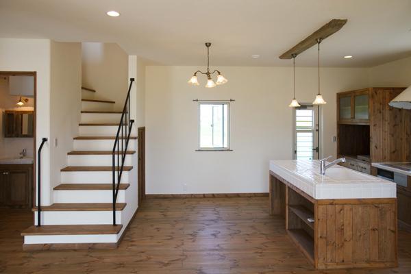 アイランドキッチンとぬり壁のお家