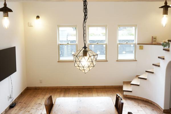 木のぬくもり溢れるロマンティックなお家